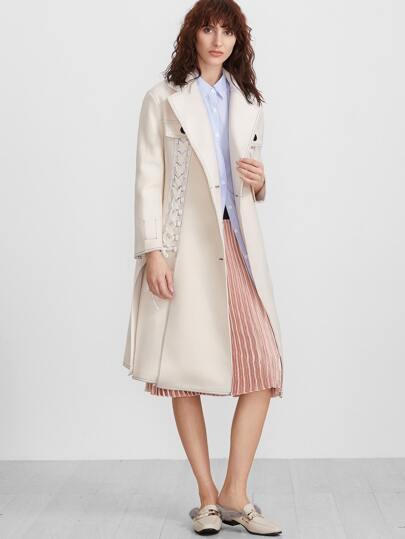 Бежевое однобортное пальто со шнуровкой
