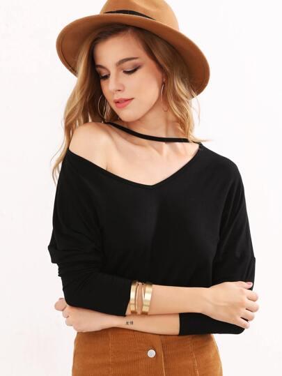 Camiseta con escote V y manga dolman - negro