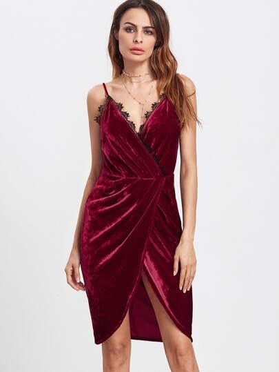 Бордовое бархатное платье с запахом