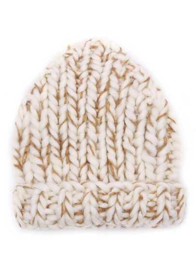 Бежевая вязаная шапка