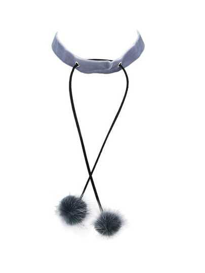 Collier en suédé gris avec globe en laine artificielle