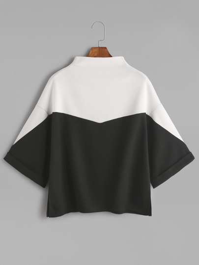 Camiseta con cuello mock y abertura lateral - color block