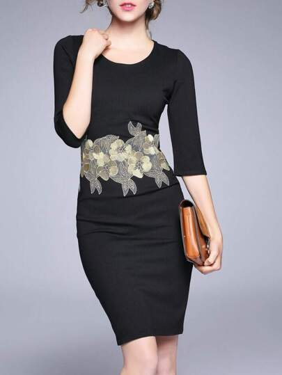 Robe fourreau brodé floral -noir