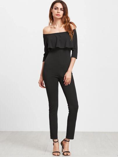 Чёрный модный комбинезон со сборкой и открытыми плечами