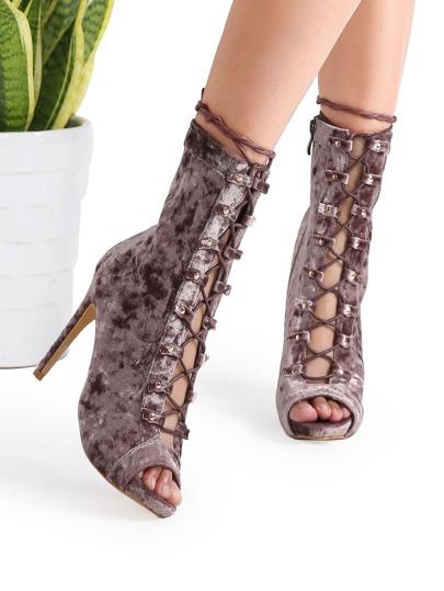 Модные бархатные туфли цвета шампань