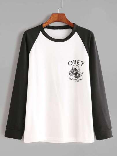 T-shirt contrasté à manches raglan imprimé lettre et crâne