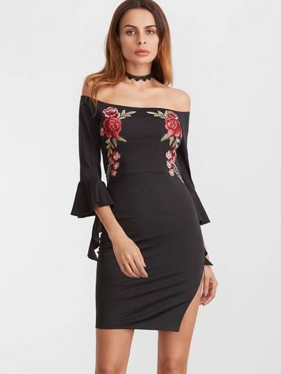 Vestido con hombros al aire de volantes y bordado de rosa - negro