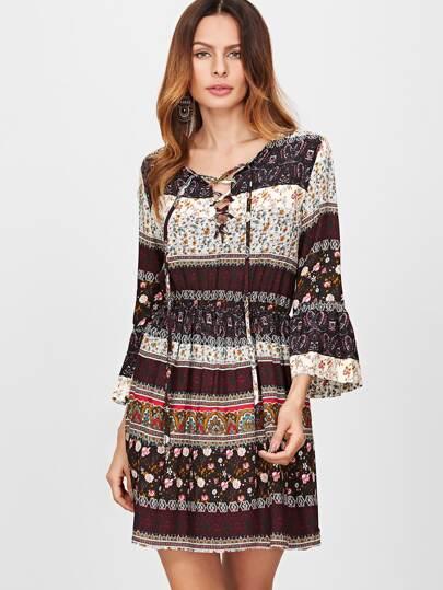 Элегантное платье с цветочным принтом рукав клёш