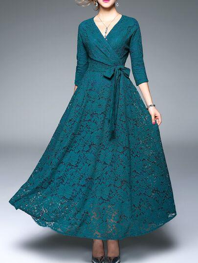 Зелёное модное макси платье с поясом и V-образным вырезом