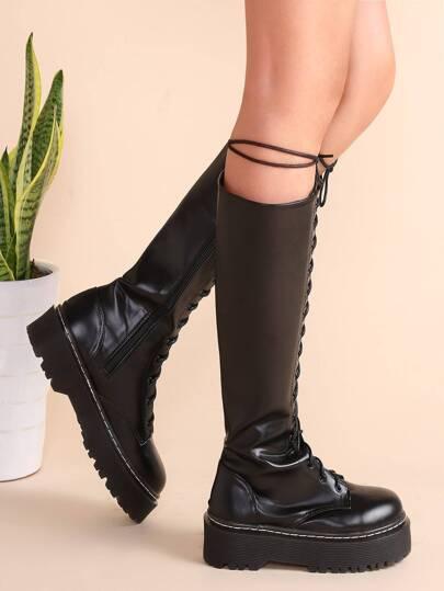 Чёрные модные сапоги на платформах со шнуровкой