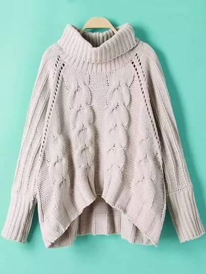 Pull asymétrique tricoté en câblé col roulé manche raglan