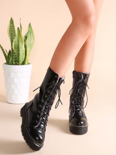 Чёрные кожаные ботинки на платформах
