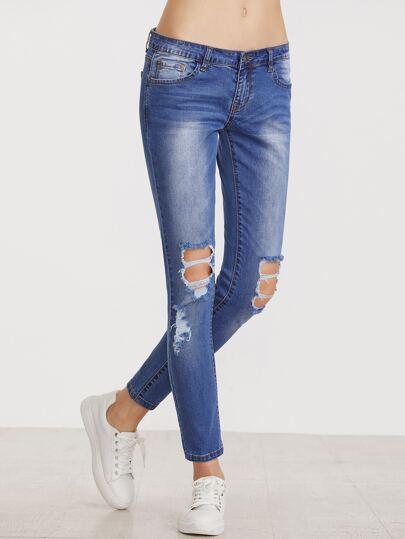 Blaue zerrissene dünne Knöchel-Jeans
