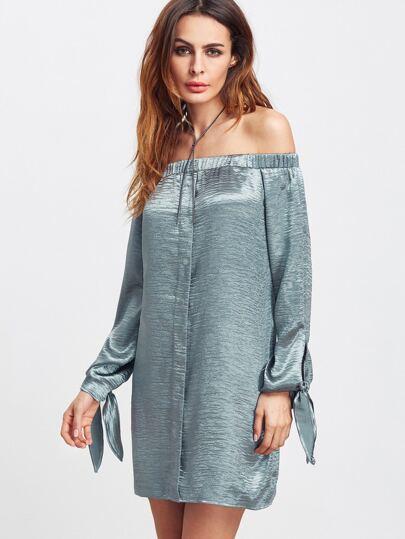 Синее модное платье с открытыми плечами