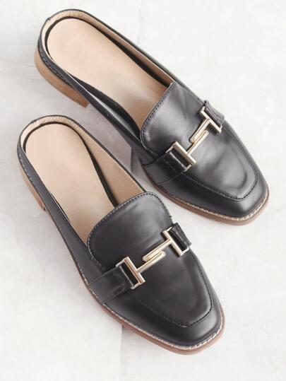 Pantoufles en cuir noir en faux cuir
