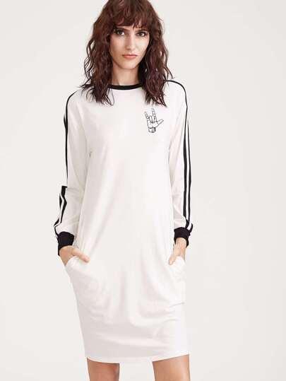 Белое модное платье с принтом