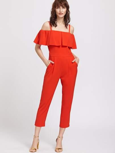 Красный модный комбинезон со сборкой и открытыми плечами