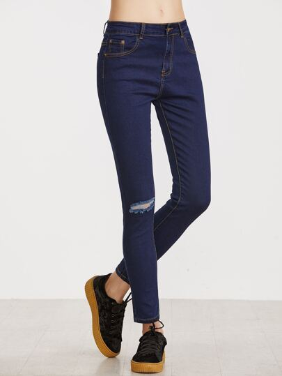 Dunkelblaue zerrissene dünne Jeans