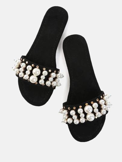 Sandale avec embellissement de perle fausse