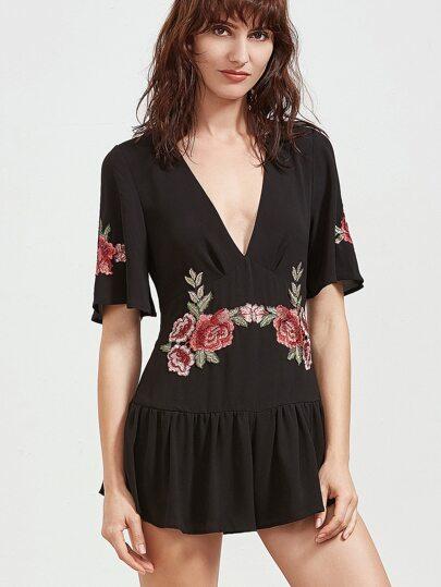 Чёрный модный комбинезон с вышивкой и V-образным вырезом