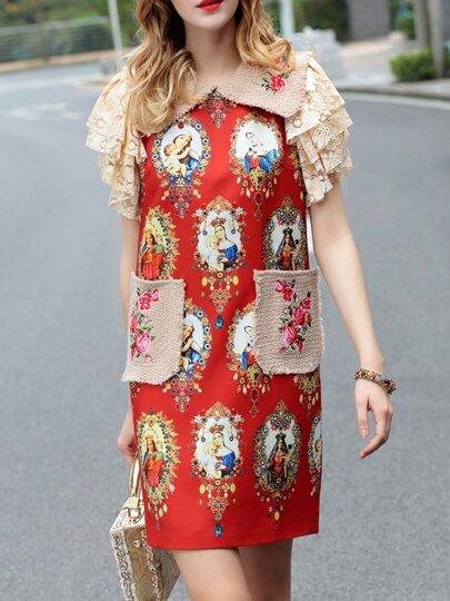 فستان قصير أحمر بطبعات وجيوب وياقة مطوية