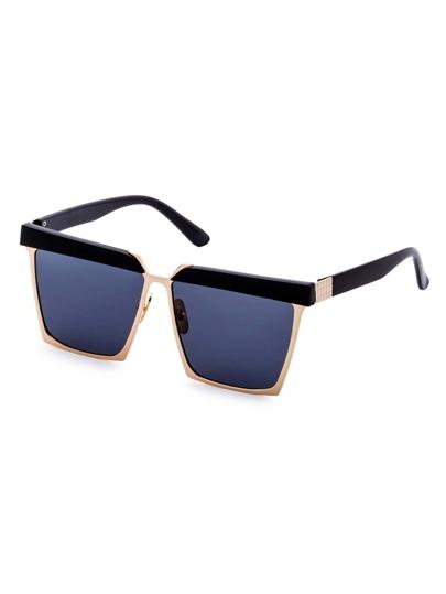 Gafas de sol con diseño cuadrado y marco negro dorado