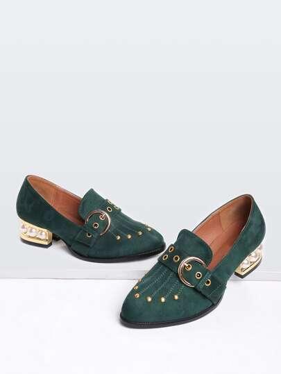 Vert, clouté, détail, perle, conception, boucle, chaussures