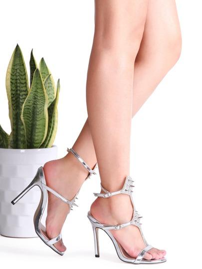 Sandalias de tacón alto con tachuelas - plateado