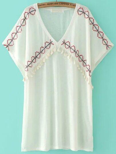 Белая модная блуза с вышивкой