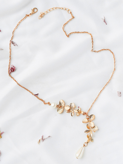 Gold Flower Embellished Chain Necklace