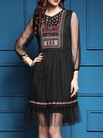 Чёрное плиссированное платье с вышивкой