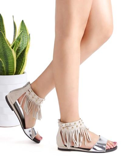 Sandalias planas con detalle de flecos y correa al tobillo - plateado