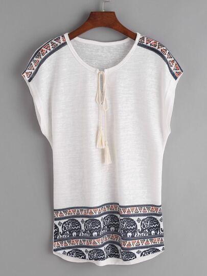 Camiseta de manga dolman con estampado de vintage y cordón de flecos - blanco