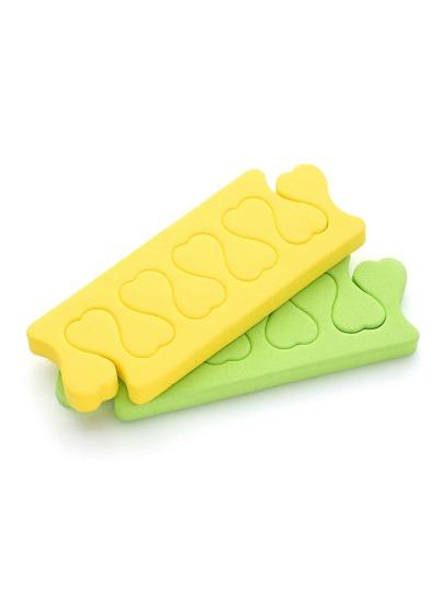 Herramienta para separar los dedos esponja una pareja en color al azar