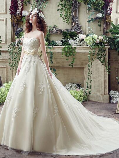 Robe de broderie blanche embelli robe de mariée chérie