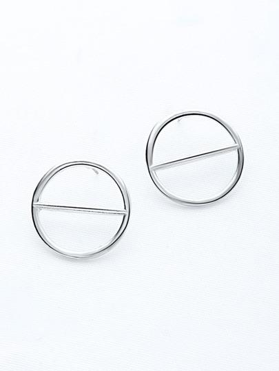 Pendientes con círculos exagerados con tachuelas