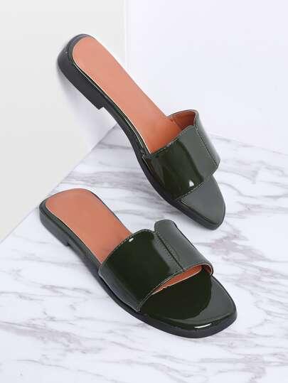 Sandales vernies à fond plat vert foncé