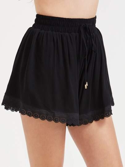 Shorts con cordón y bajo con encaje - negro