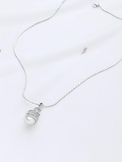 Chaîne en argent avec pendentif perle