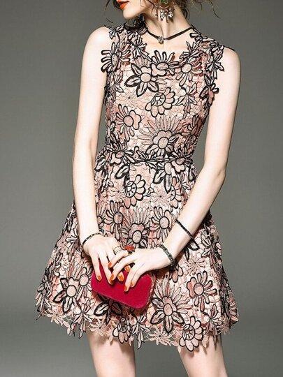 فستان وردي بلا كم