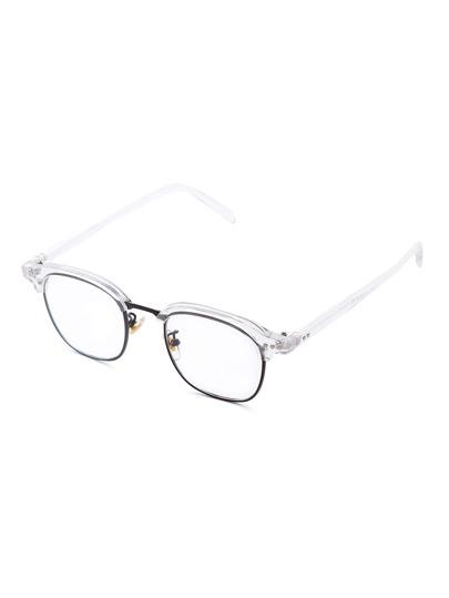 Gafas de sol con marco medio y diseño transparente