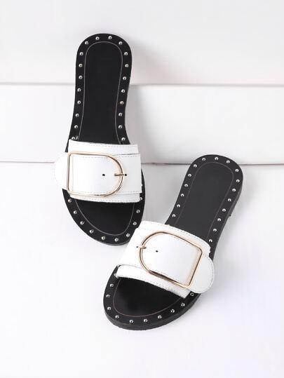 Sandales avec des boucles
