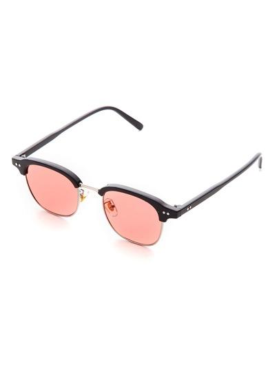 Gafas de sol con marco negro y lentes rosa