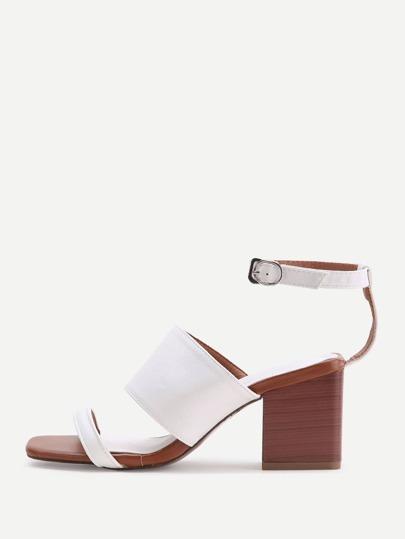 Chaussures à talons blanches à bretelle