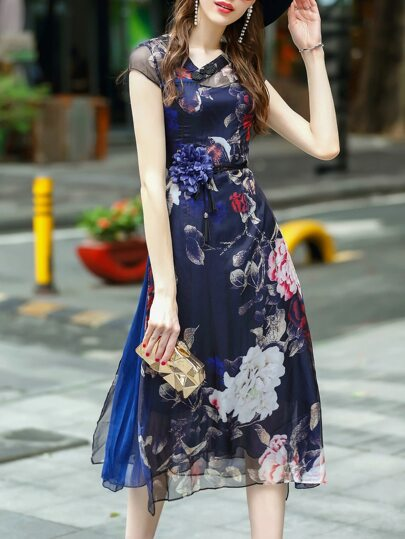 Robe bleue foncé imprimé fleurs avec manche cap