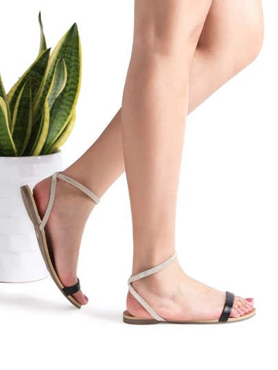 Sandalias planas con correa al tobillo - negro