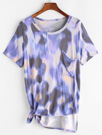 Camiseta de bolsillo irregular con nudo lateral estampada de tie dye