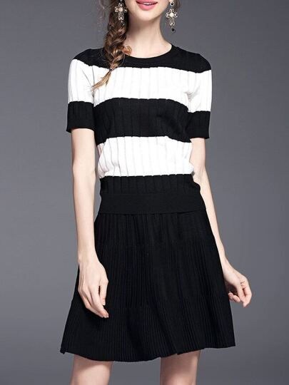 Black Contrast White Top With Pleated Skirt
