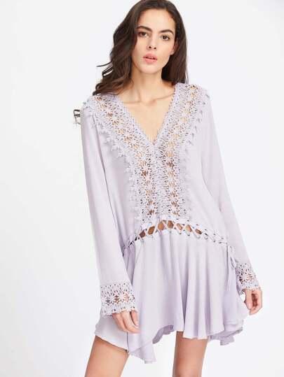 Vestido con encaje en contraste con cordones y ribete con volantes - violeta