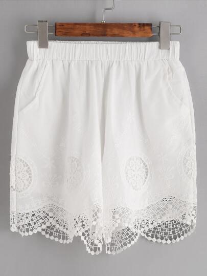 Shorts con bordado de croché y ribete festoneado - blanco